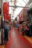 Telas coloridas en el viejo mercado Jaffa, Tel Aviv, Israel Fotografía de archivo