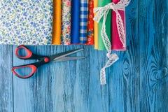 Telas de algodón para coser, el cordón y los accesorios para la costura o Fotografía de archivo libre de regalías
