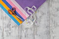 Telas de algodón para coser, el cordón y los accesorios para la costura o Fotos de archivo libres de regalías