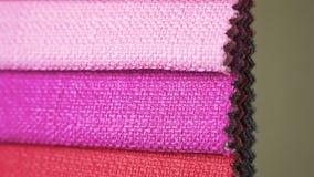 Telas diferentes da cor no catálogo vídeos de arquivo