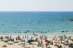 Verão na praia em Telavive imagem de stock royalty free