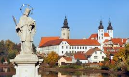 Telc ή πόλη Teltsch με το άγαλμα του ST John Nepomuk Στοκ Εικόνες
