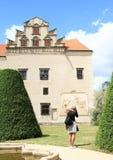 城堡旅游为照相的宫殿在Telc 免版税库存照片