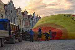 TELC, THE CZECH REPUBLIC-AUGUST 26, 2017: Preparation of a hot air balloon for flight in the main square of the city Telc. The bal. Loon is filling by air. Sky Royalty Free Stock Photos