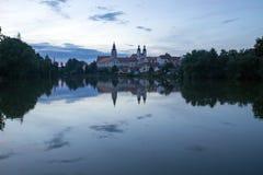 Telc-Schloss hinter Einbruch der Nacht Stockfotografie