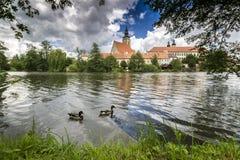 Telc stad Stad för vårTelÄ  i Tjeckien Arkivfoton