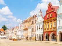 TELC TJECKIEN - 31 MAJ, 2018: Zachary av den Hradec fyrkanten Central fyrkant med färgrika renaisancehus i Telc royaltyfri fotografi