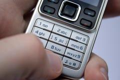 Telclado numérico del teléfono celular en palma fotos de archivo libres de regalías