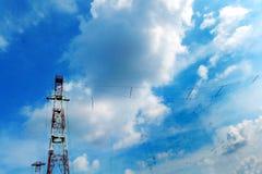 Tele torre di tecnologia avanzata di comunicazioni Immagini Stock Libere da Diritti