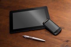 Telearbeit mit Tablet, Smartphone und einem Bleistift Stockfoto