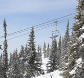 Telecadeira na floresta, inverno Imagens de Stock
