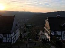 Telecadeira Seilbahn no Burg do castelo em Solingen com vista bonita no grupo do sol foto de stock