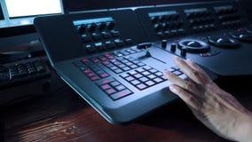Telecine kontrolera ręki i maszyny edytorstwo zdjęcie stock
