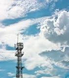 Telecommunicatie en hemel Stock Fotografie