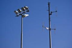 Telecommunicatie Toren & Schijnwerpers Stock Afbeelding