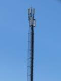 Telecommunicatie toren. Mobiel telefoonbasisstation. Stock Foto