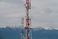 Telecommunicatietorens in bergen Royalty-vrije Stock Foto's