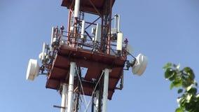 Telecomunicação G/M 5G, 4G, torre da micro-ondas 3G video estoque