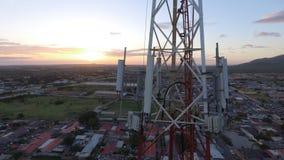 Telecomunicações Antena do por do sol imagem de stock royalty free