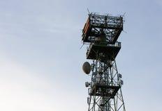 Telecomunicaciones y antena de TV Fotos de archivo