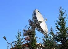 Telecomunicazioni via satellite dell'antenna parabolica Immagine Stock Libera da Diritti