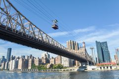 Teleférico à ilha de Roosevelt em New York foto de stock royalty free