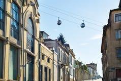 Teleférico acima do oldtown de Porto imagem de stock