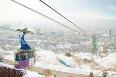 Teleférico com a vista de Almaty, Cazaquistão Fotos de Stock Royalty Free