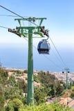 Teleférico con las cabinas en el paisaje de Madeira Imágenes de archivo libres de regalías