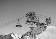 Teleférico de la elevación del cable en Val Thorens, Francia Imagenes de archivo