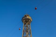 Teleférico de la torre de Torre Jaime en el puerto de Barcelona Imágenes de archivo libres de regalías