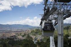 Teleférico de Medellin Colômbia imagem de stock