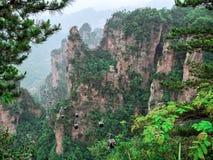 Teleférico dentro do cársico da coluna da montanha de Tianzi na área cênico de Wulingyuan, Zhangjiajie Forest Park nacional, Huna imagem de stock royalty free