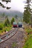 Teleférico em montanhas altas de Tatras em Eslováquia foto de stock