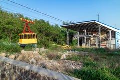 Teleférico en Ai-Petri El principio del camino del centro turístico Foto de archivo