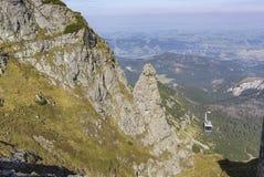 Teleférico en el pico en las montañas de Tatra, Polonia de Kasprowy Wierch Foto de archivo libre de regalías