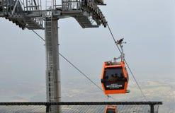 Teleférico a la meseta de Bagbasi del centro de ciudad de Denizli Foto de archivo