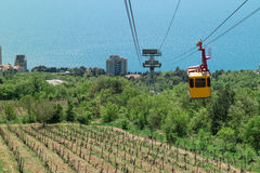Teleférico a la montaña de Ai-Petri Fotografía de archivo
