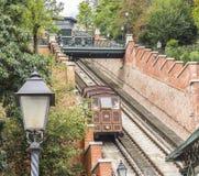 Teleférico modular de las cabinas en la colina del castillo en Budapest, Hungría Fotos de archivo