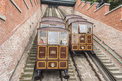 Teleférico modular de las cabinas en la colina del castillo en Budapest, Hungría Fotografía de archivo