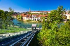 Teleférico no banco do rio de Aare em Berna, Suíça Imagem de Stock