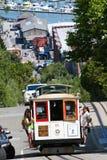 Teleférico #9 que escala as ruas de San Francisco fotos de stock