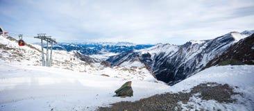 Teleférico que vai ao pico de Kitzsteinhorn, Kaprun, Áustria Fotos de Stock Royalty Free