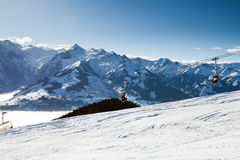 Teleférico que vai ao pico de Schmitten Foto de Stock