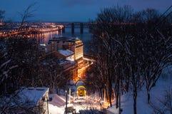 Teleférico Railway no crepúsculo do inverno, Kyiv, Ucrânia Fotos de Stock Royalty Free