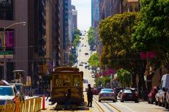 Teleférico San Francisco Uphill de la calle de California fotografía de archivo libre de regalías