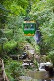 Teleférico sobre la cascada de Datanla cerca de Dalat, Vietnam Fotos de archivo