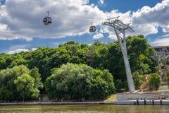 Teleférico a través del río en Luzhniki fotografía de archivo
