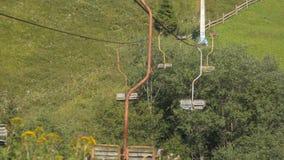 Teleférico velho nas montanhas video estoque