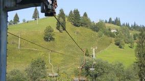 Teleférico velho nas montanhas vídeos de arquivo